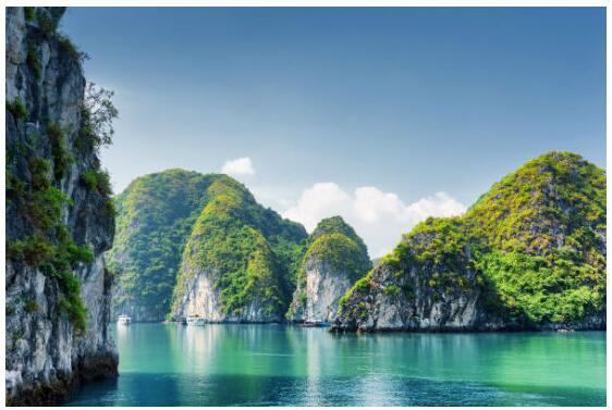 Boat trip on Ha Long Bay